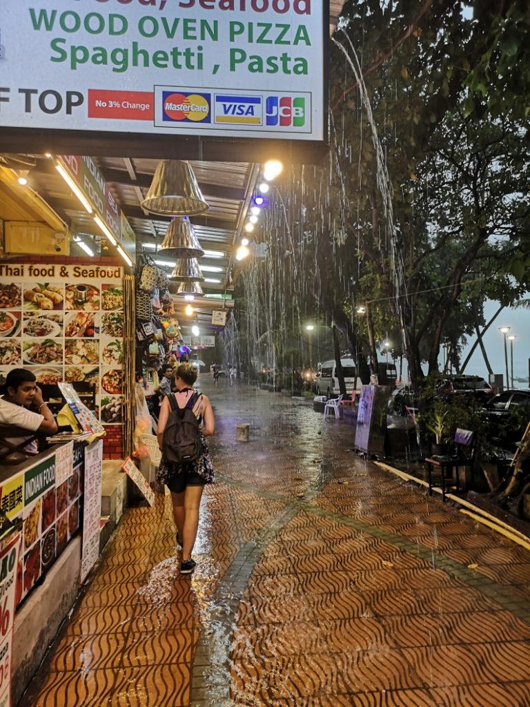 Une fois de plus, des pluies tropicales à Ao Nang