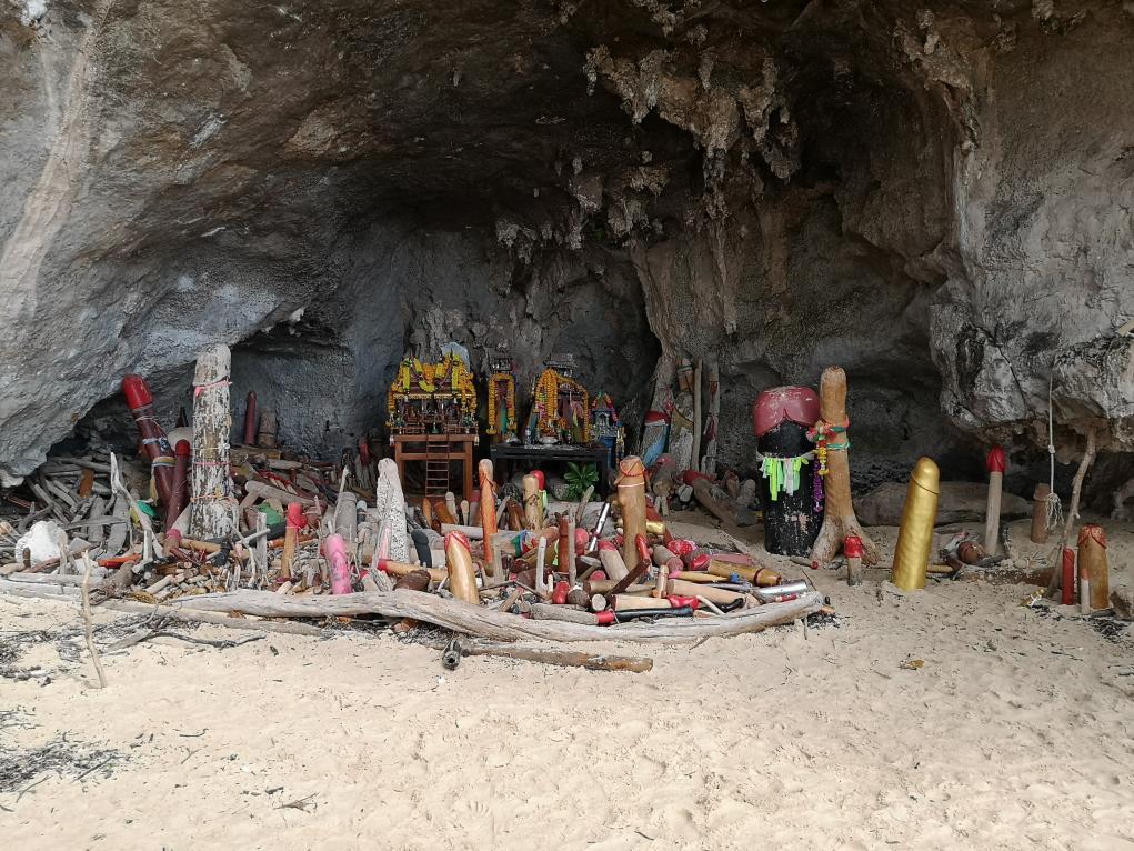 La grotte de la princesse avec ses fabuleux bouts de bois