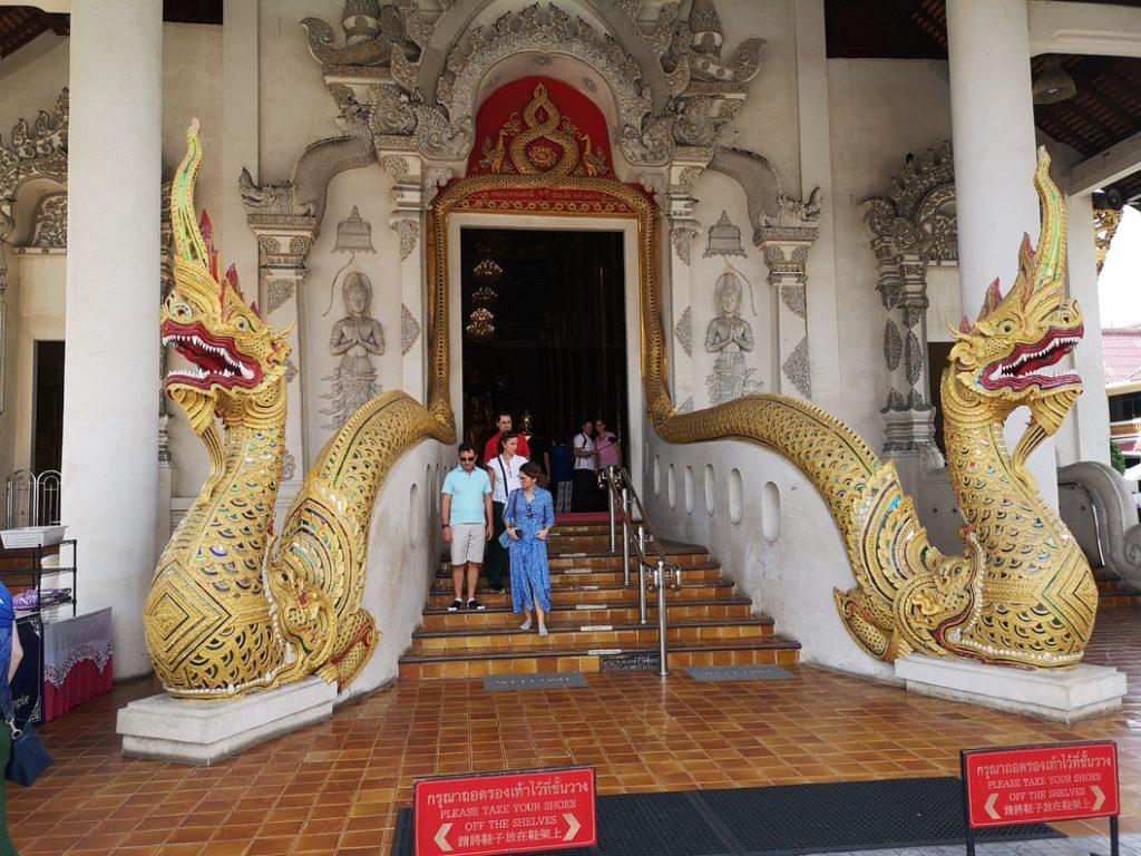 L'entré du bâtiment principal du Wat Chedi Luang