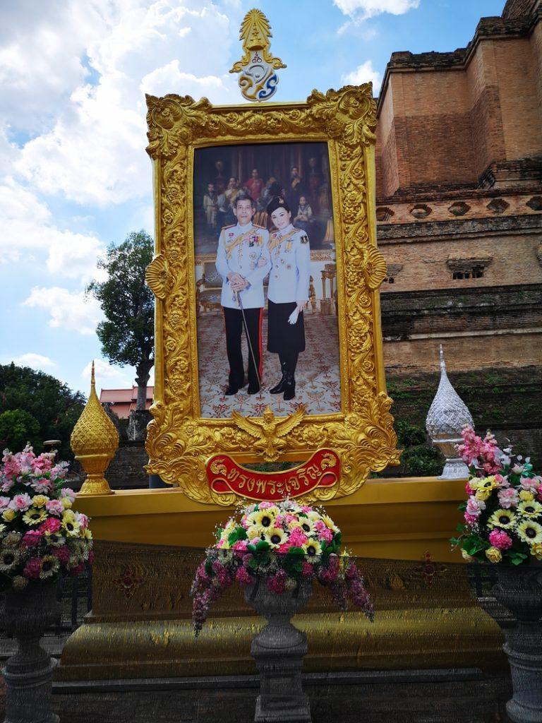 Le portrait du roi et de sa femme au Wat Chedi Luang