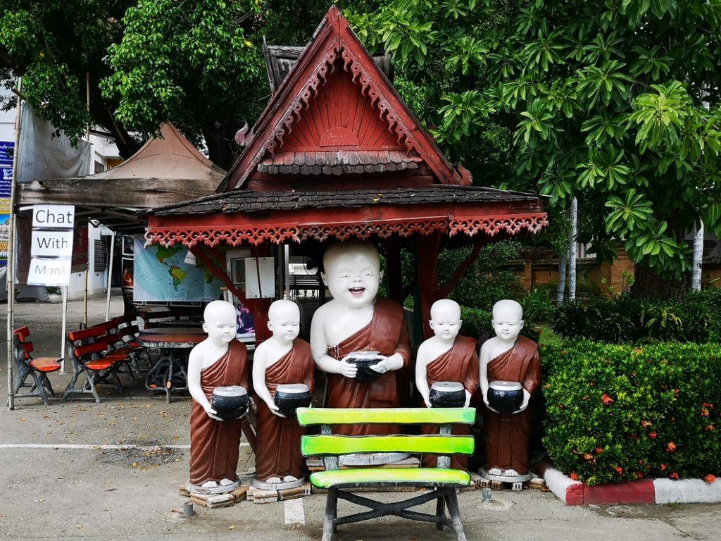 Statue au Wat Chedi Luang