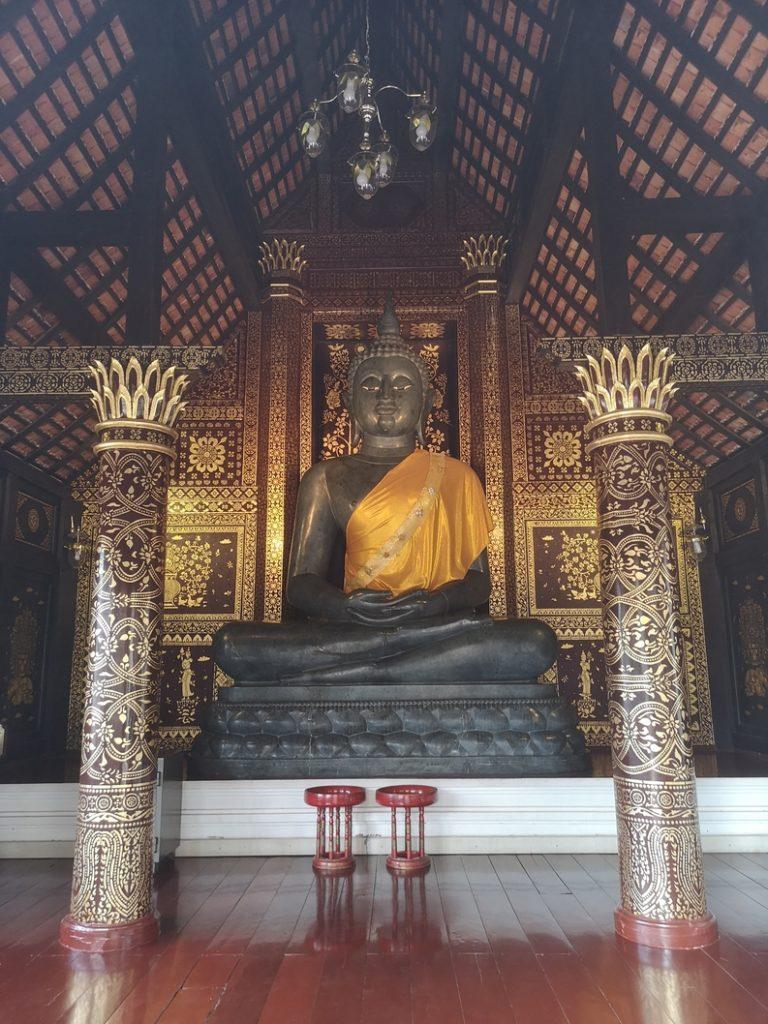Un Bouddha au Wat Chedi Luang