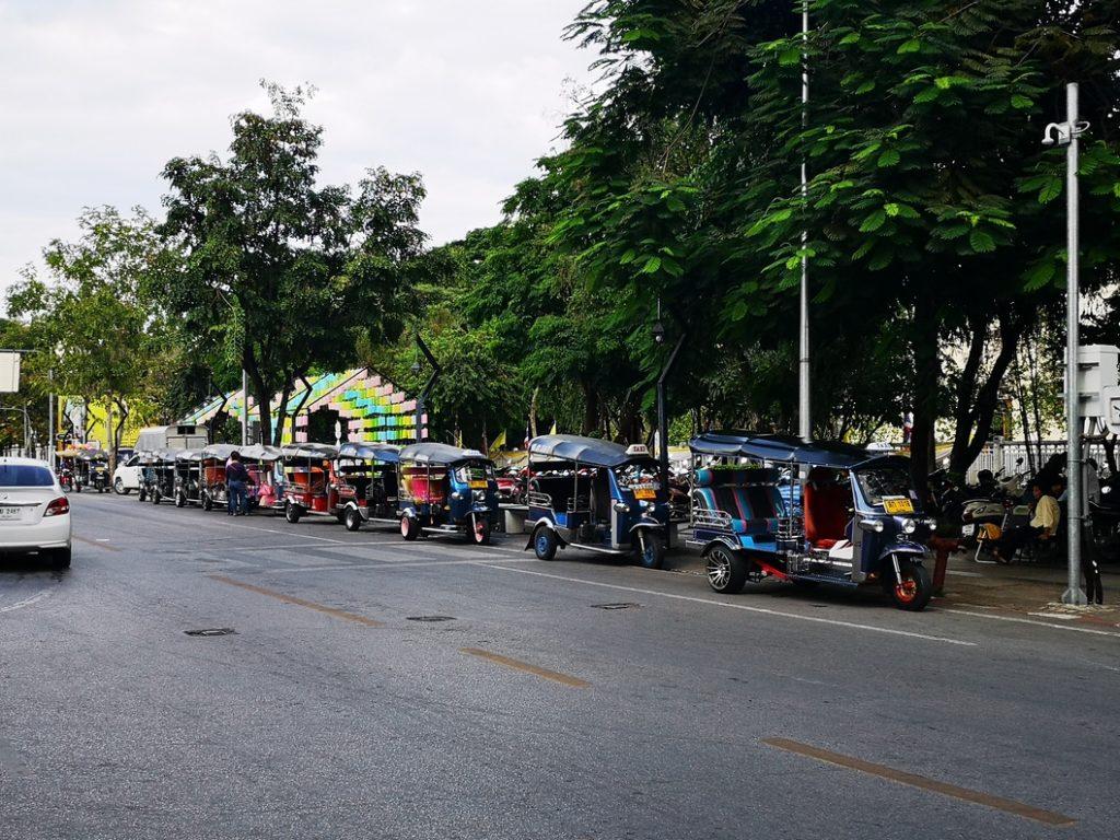 Des taxis et des Tuk Tuk à Chiang Mai