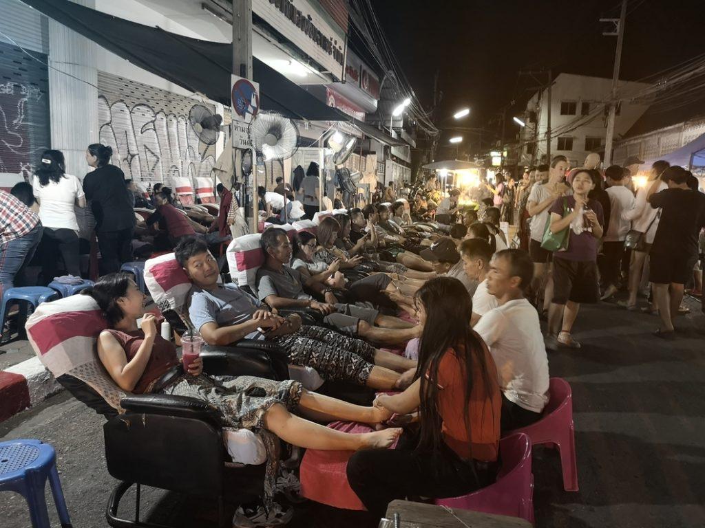 Massages au milieu de la rue. Pas terrible l'ambiance