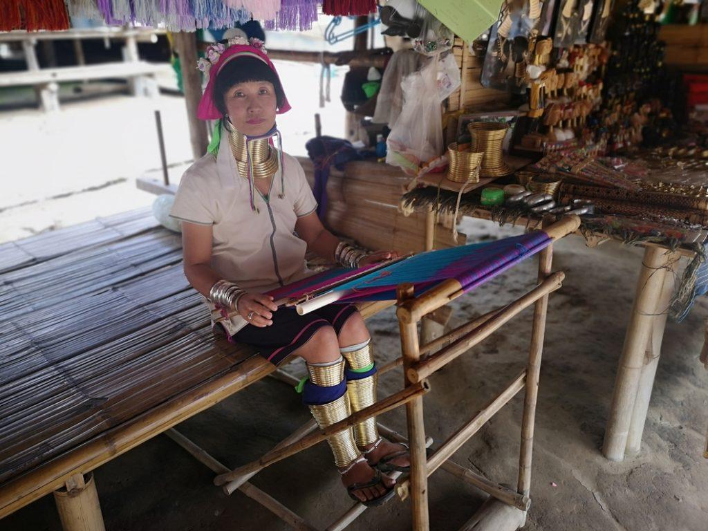 Une habitante Long-Cou du village Karen
