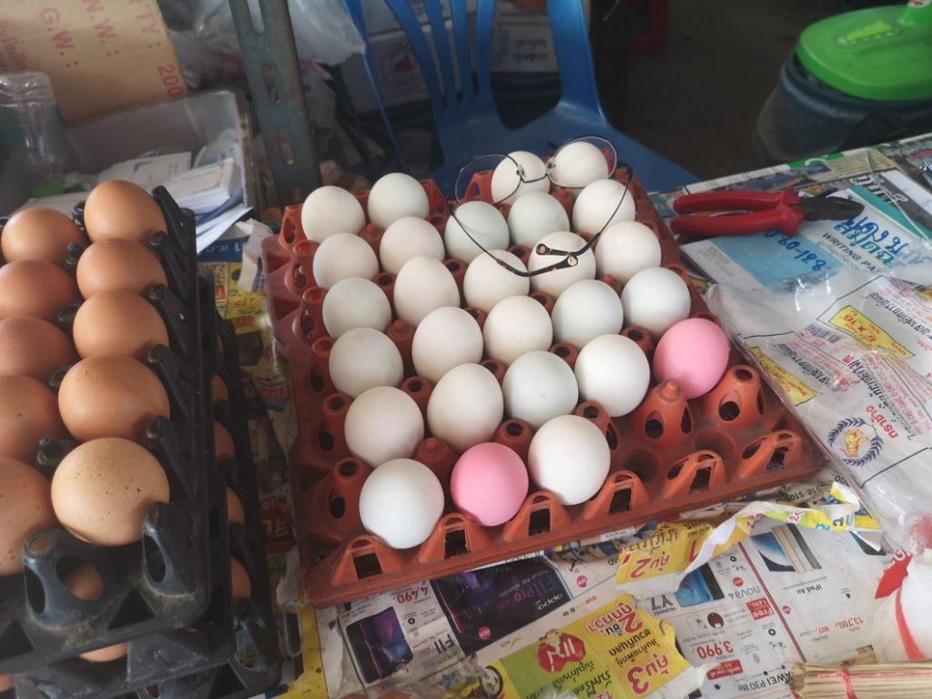 Des œufs, certains sont roses... mais j'ai oublié pourquoi..