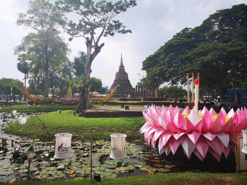 Décors avec le Wat Sa Si en fond