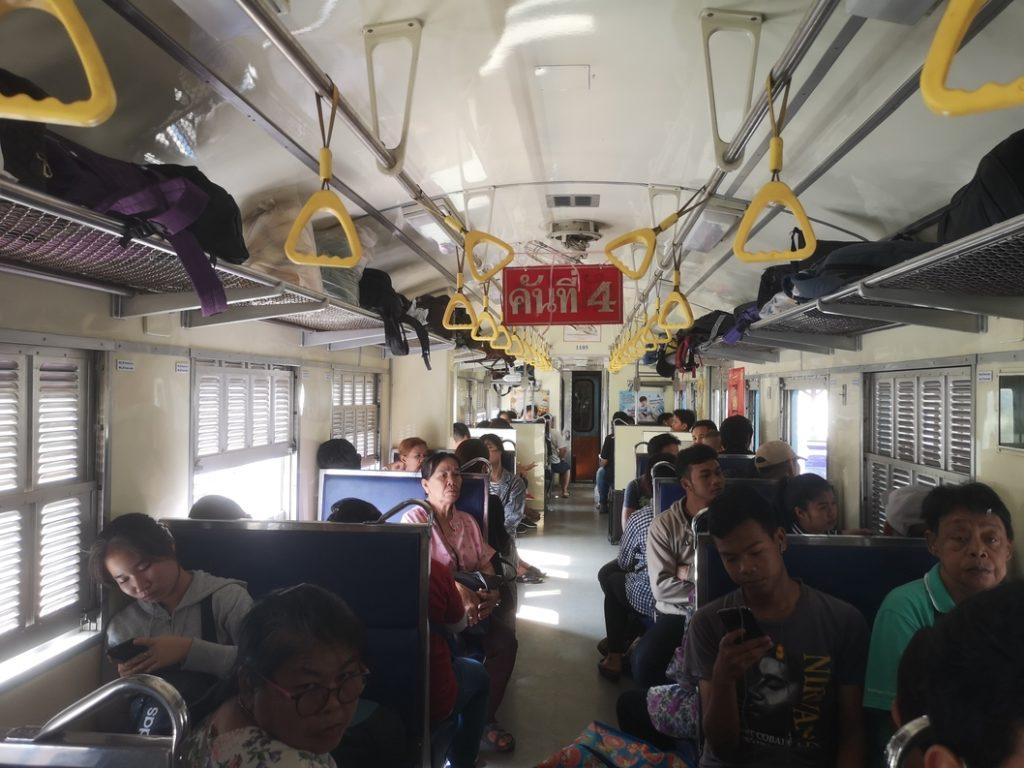 Train en 3e classe en Thaïlande