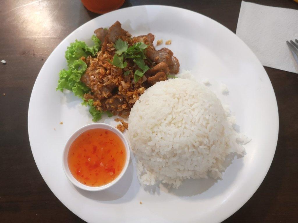 Khao Moo Tod Kratiem, sorte de porc croustillant