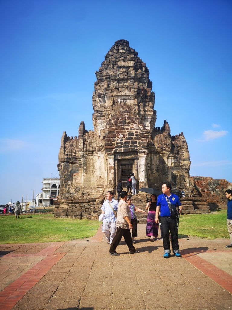 Phra Prang Sam Yod, demeure des singes