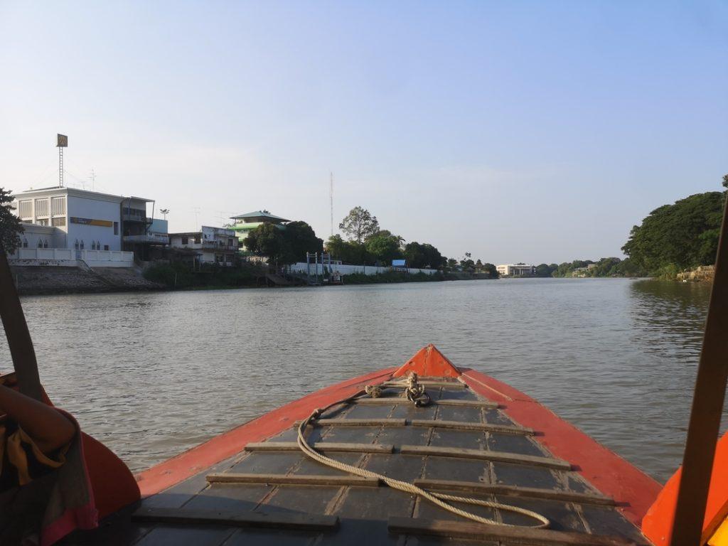 Traversée de la rivière Lop Buri à Ayutthaya