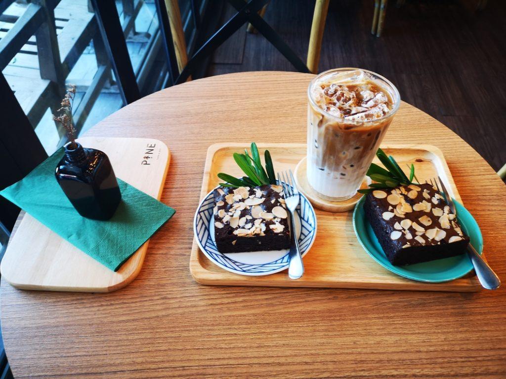 Brownies et café glacé