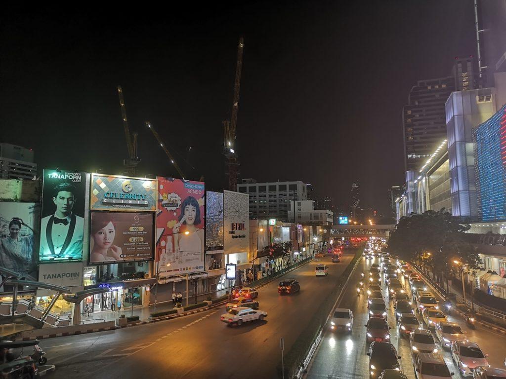 La rue longeant le MBK Center