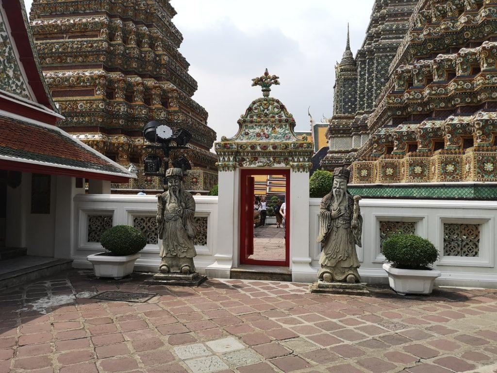 Porte séparant deux parties du temple Wat Pho