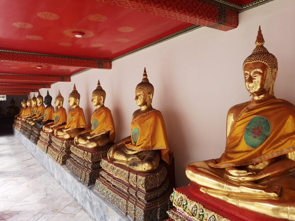 Quelques-unes des très nombreuses statues de Bouddha au Wat Pho