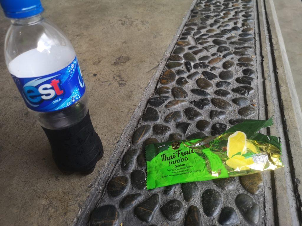 Découverte de la glace au Durian accompagnée d'un Est Cola