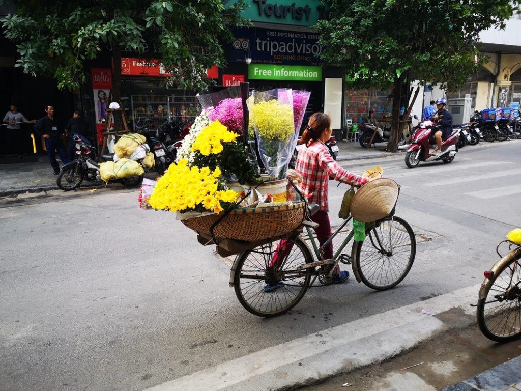 On a croisé le livreur de fleurs, à vélo
