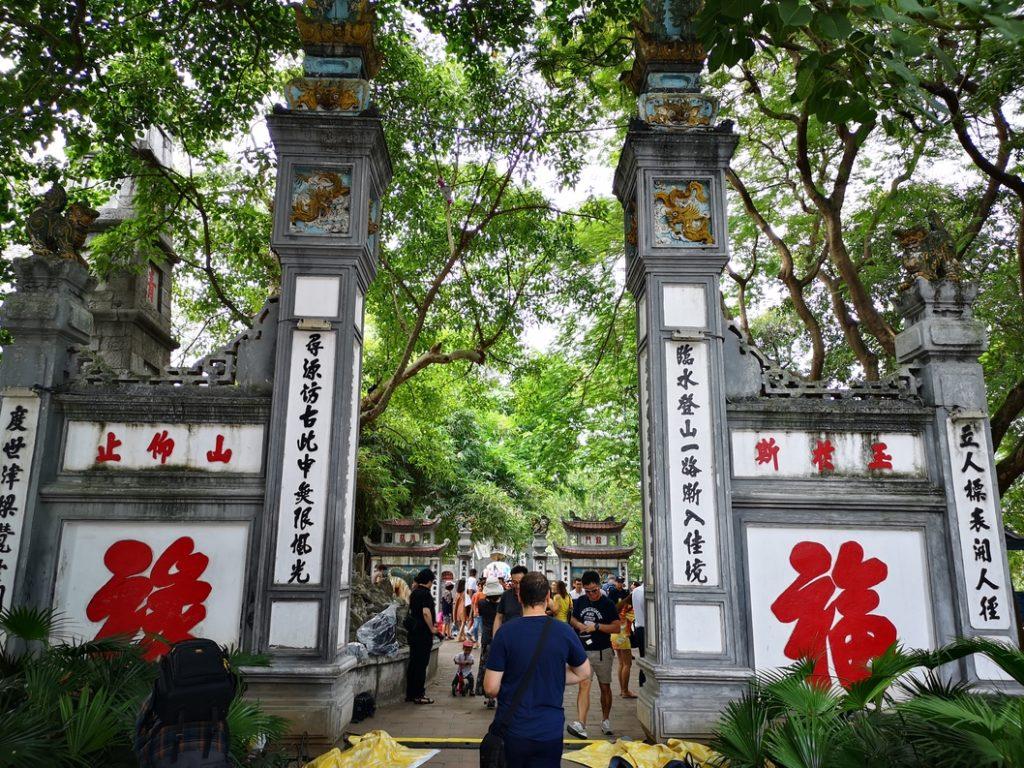 L'entrée du temple du lac