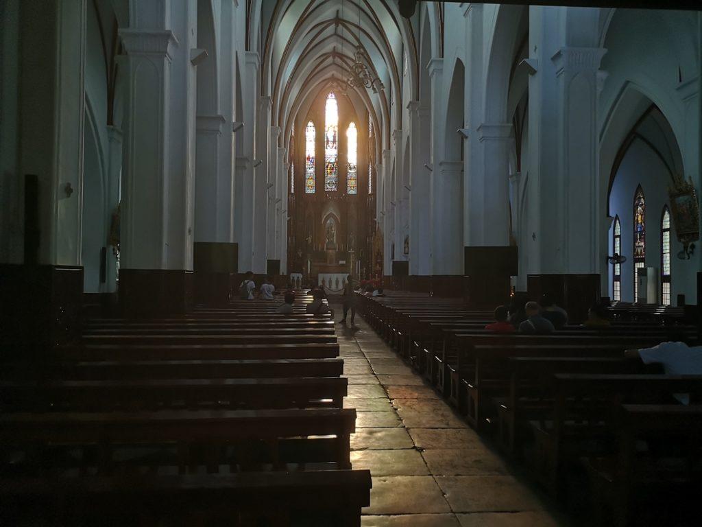 Intérieur de la cathédrale d'Hanoï
