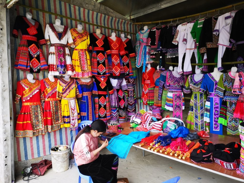 L'une des boutiques où l'on peut acheter des vêtements des minorités ethniques