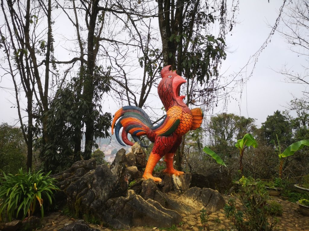Statue du coq représentant l'un des douze signes astrologiques chinois