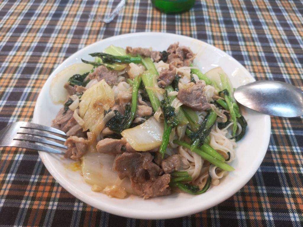 Petite repas du soir avant de prendre le train. Des nouilles au boeuf avec des légumes