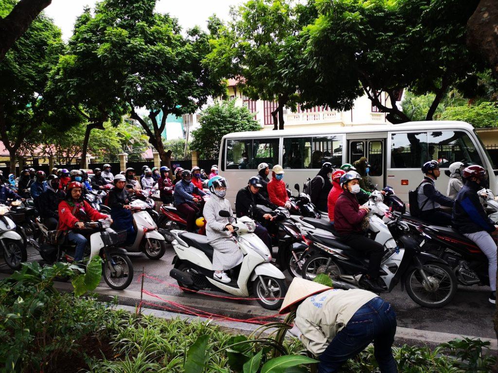 Heure de pointe, les vietnamiens vont travailler
