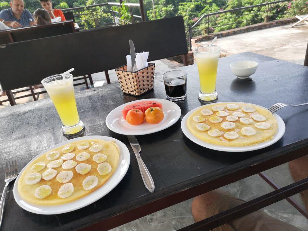 Un bon petit déjeuner devant ces beaux paysages