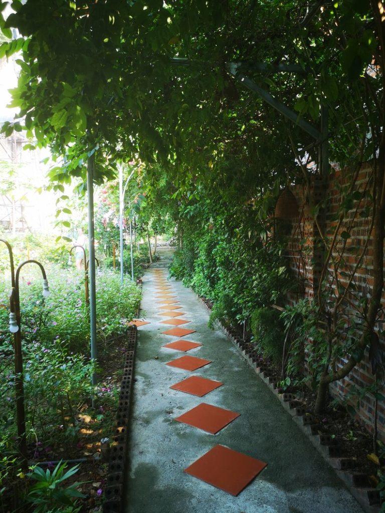 Chemin menant à notre bungalow