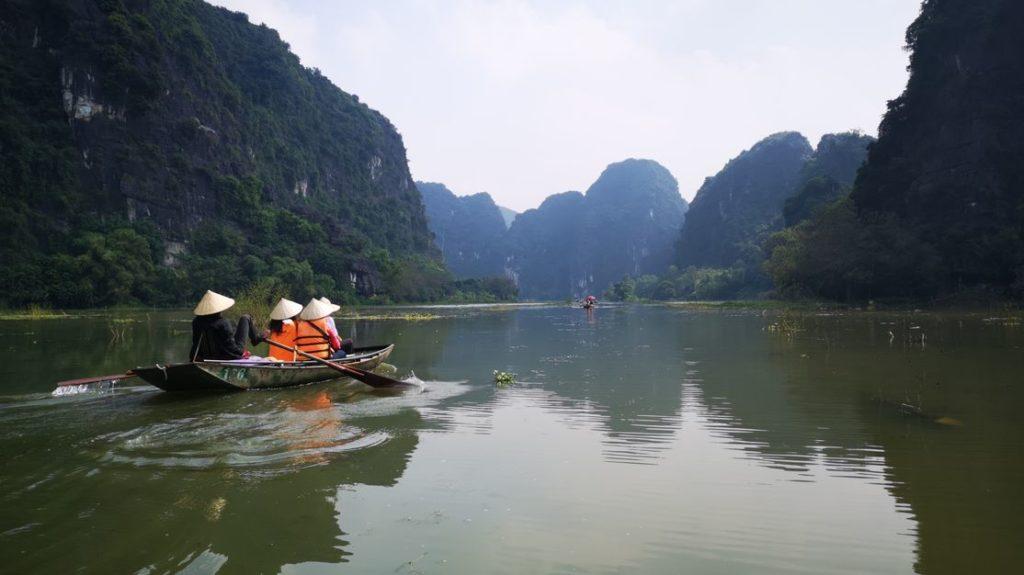 Une autre barque sur la rivière