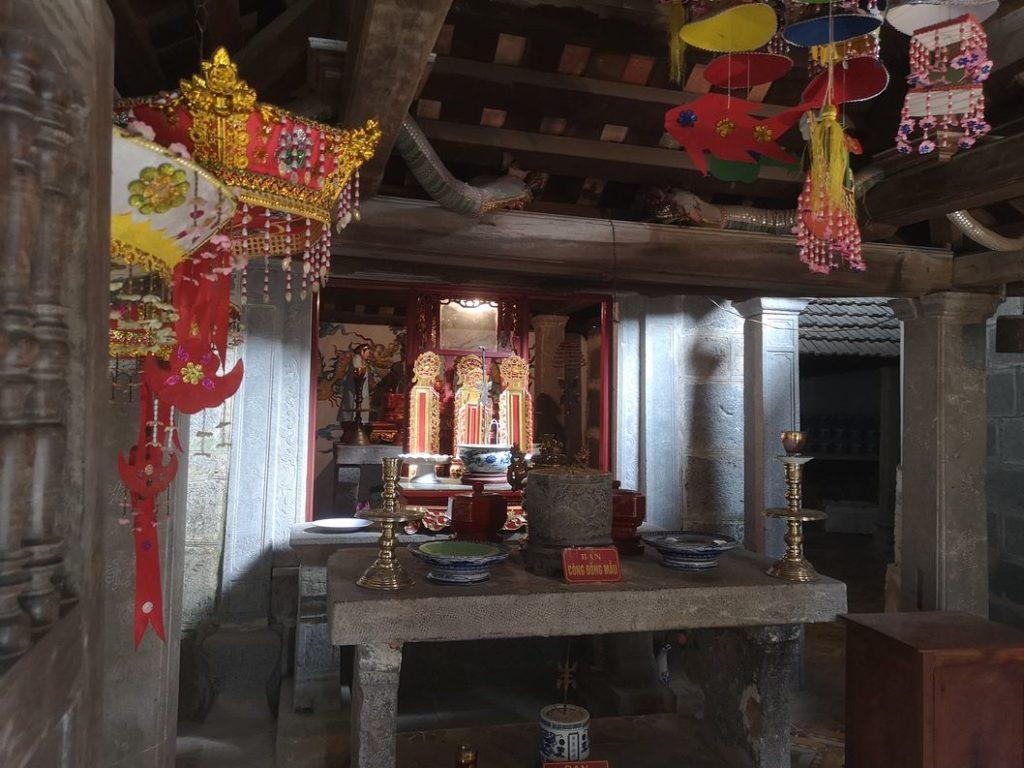 Première partie de la pagode, dans une grotte