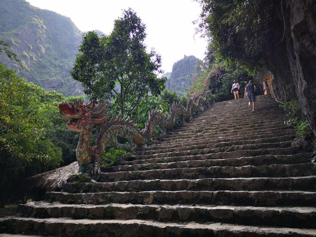 Premières marches du célèbre escalier de 486 marches