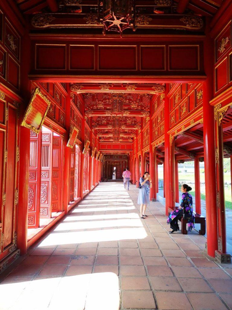 Long couloir menant au Palais