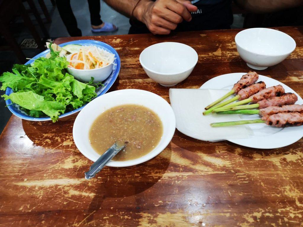 Première partie du repas local de Hué