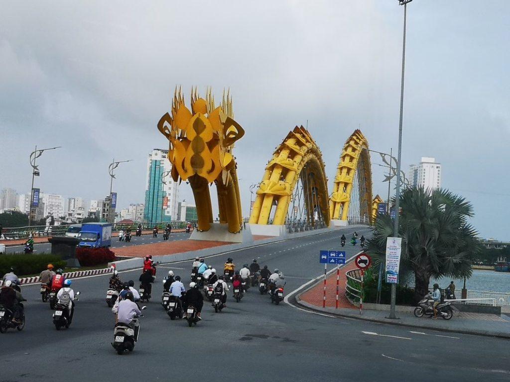 Le Pont du Dragon à Da Nang, ville traversée pour rejoindre Hoi An