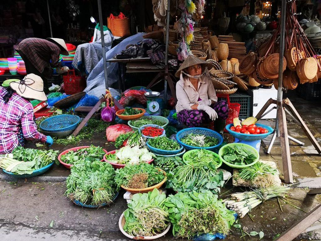 Une vendeuse sur le marché de Hoi An