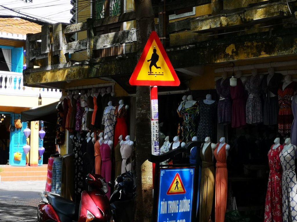 Attention aux touristes.. Ça courre et saute de partout ces trucs là!