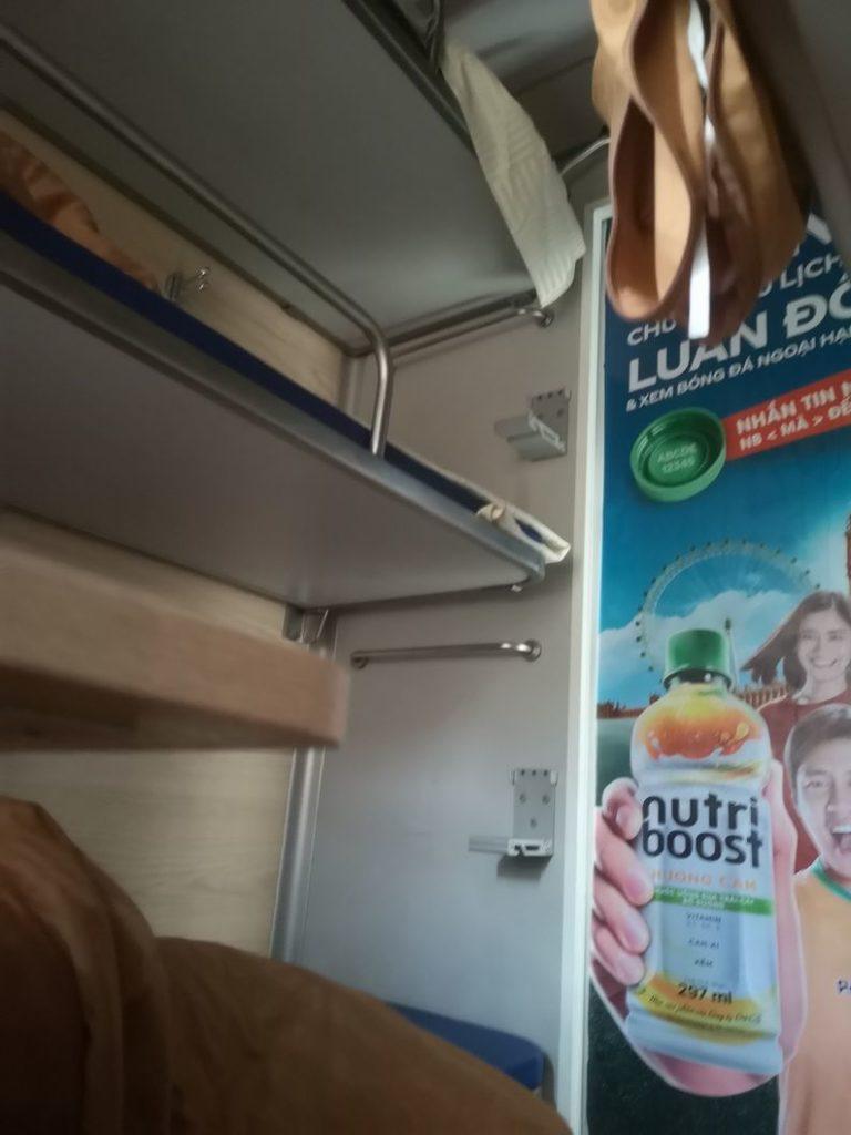 Cabine en train-couchette 2e classe. 6 personnes par cabine
