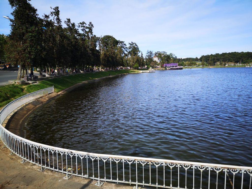Vue sur une partie du Lac de Da Lat