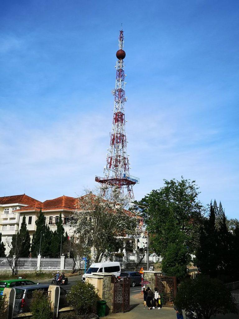 Antenne faisant penser à la Tour Eiffel à Da Lat