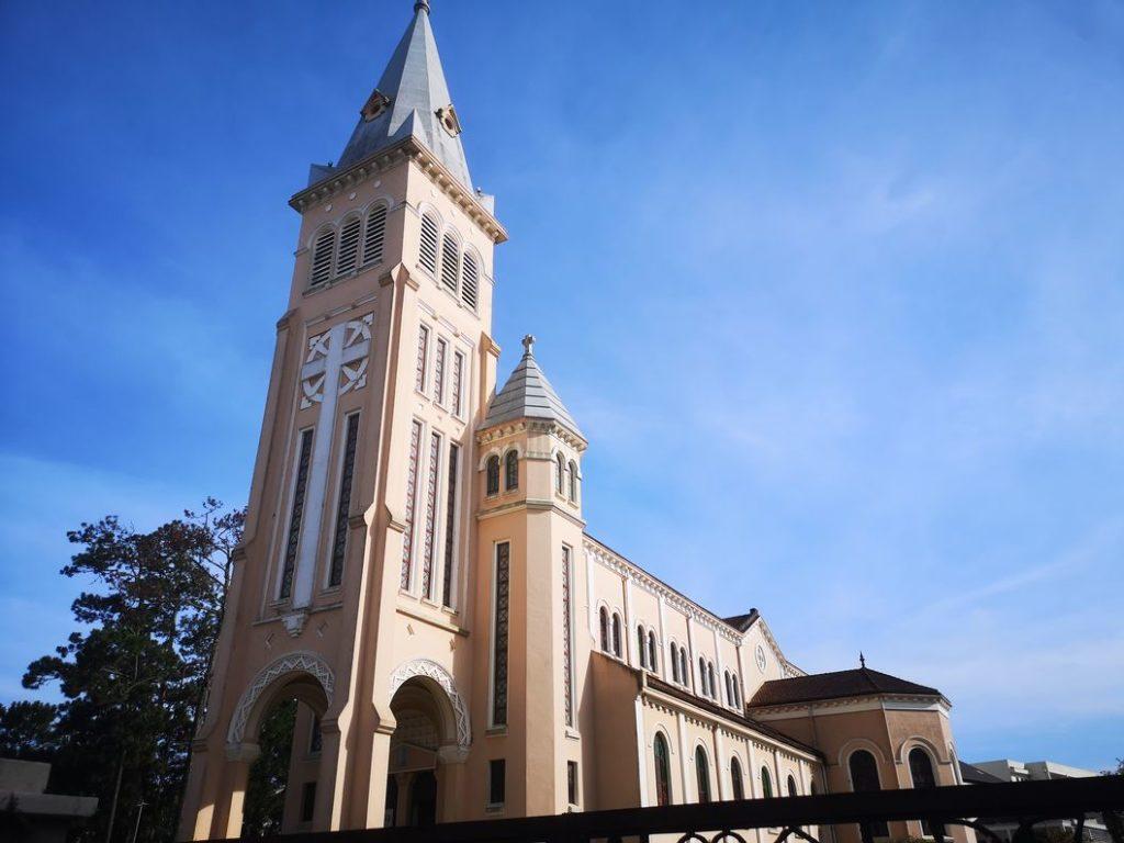 Cathédrale de Da Lat vue de côté