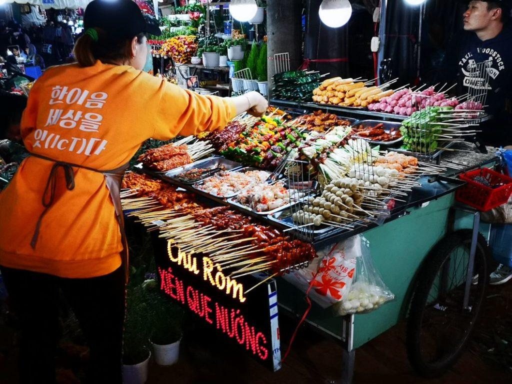 Street Barbecue: Ça nous rappelait les marchés nocturnes de Thaïlande