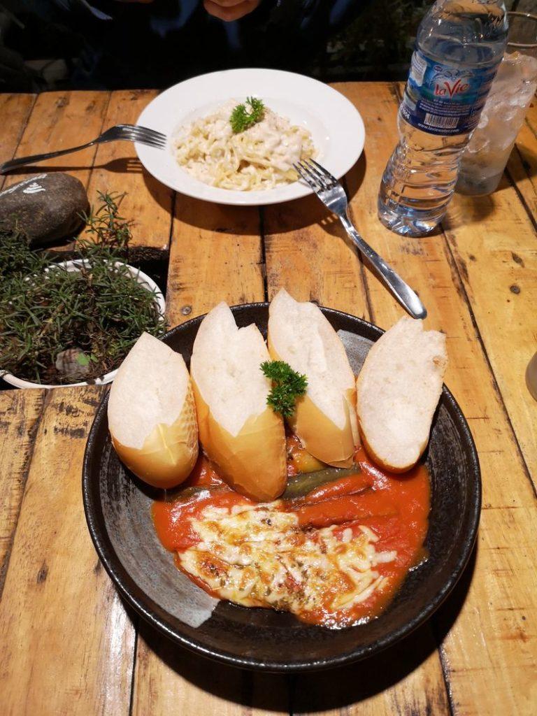 Spaghettis crème poulet et aubergines à la sauce tomate