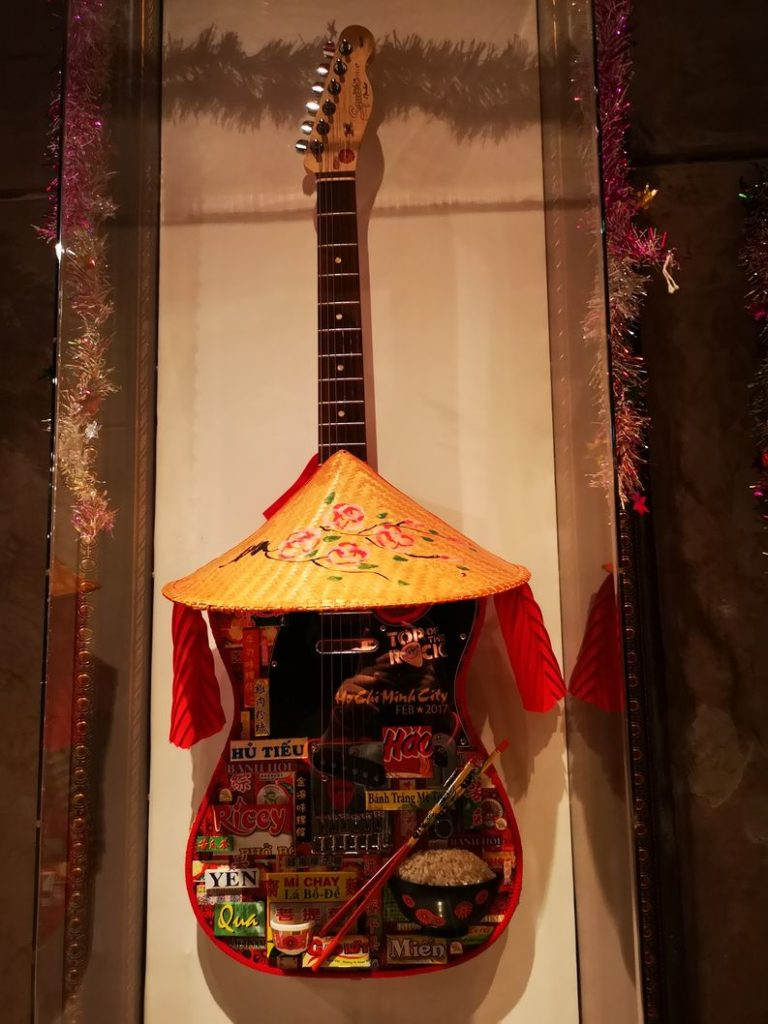 Guitare relique façon Vietnam