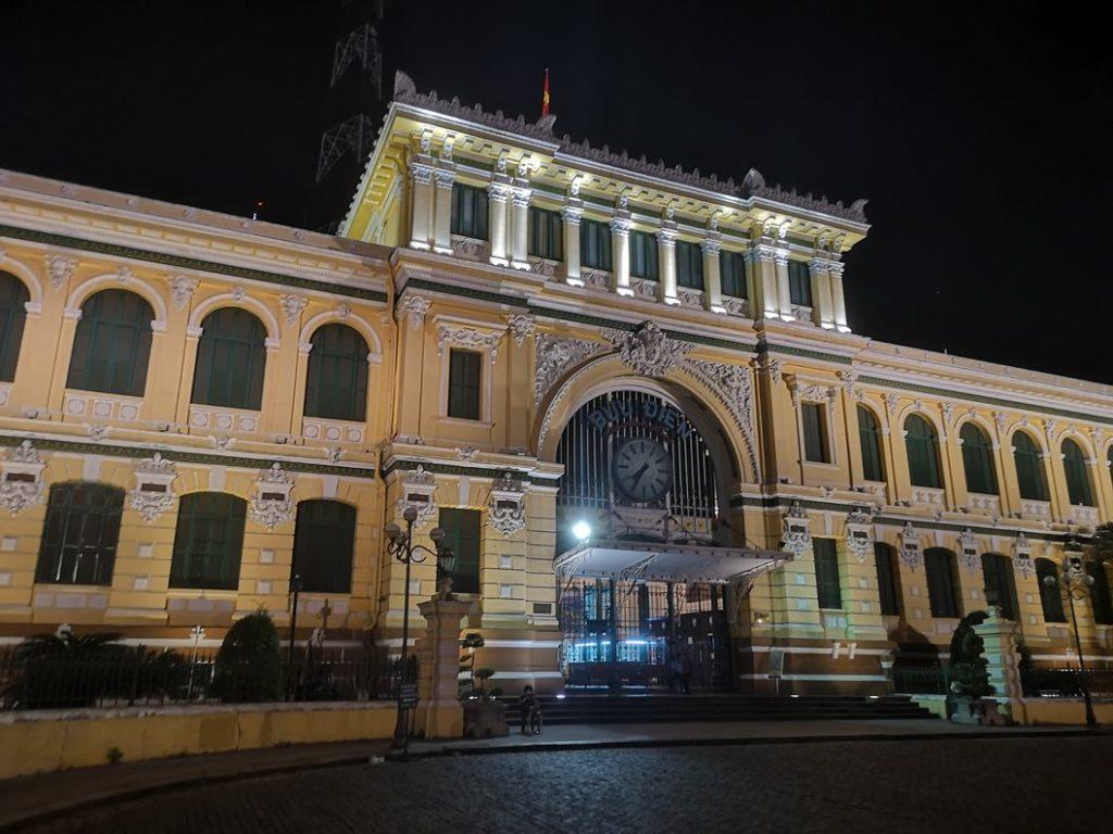 La Poste Centrale, on y reviendra de jour