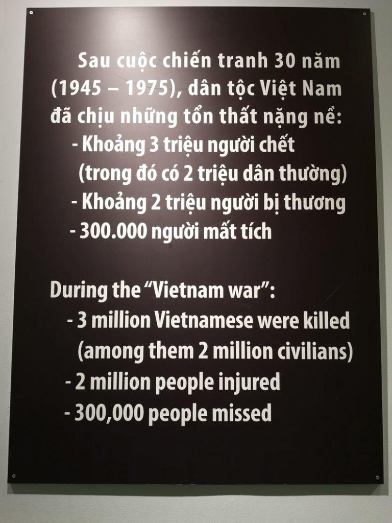 Bilan de la Guerre du Vietnam: 3 millions de vietnamiens tués (dont 2 millions de civils), 2 millions de blessés et 300 000 personnes disparues