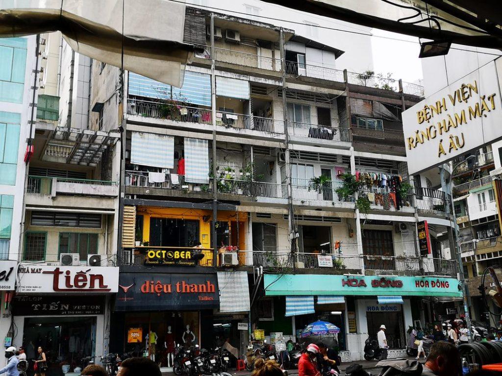 Bâtiments en face du Ben Thanh Street Food Market