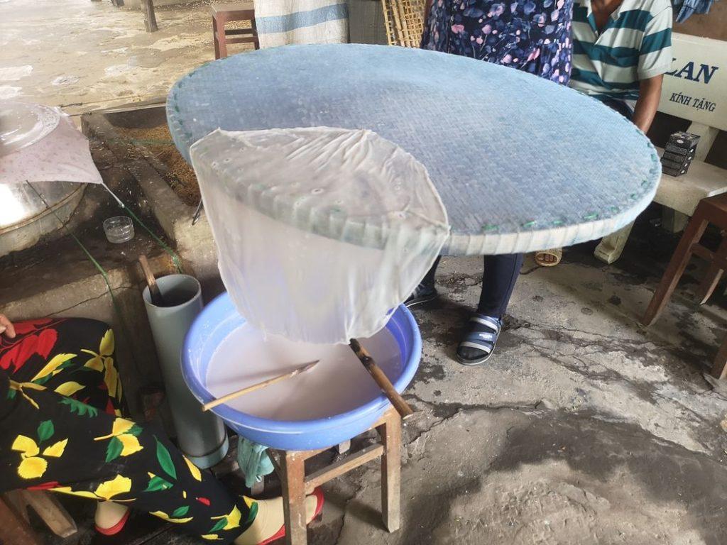 Préparation des feuille de riz