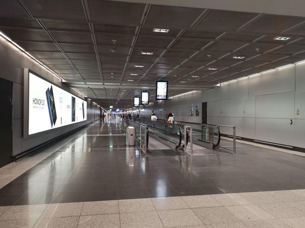 Les looooongs couloirs de l'aéroport de Francfort
