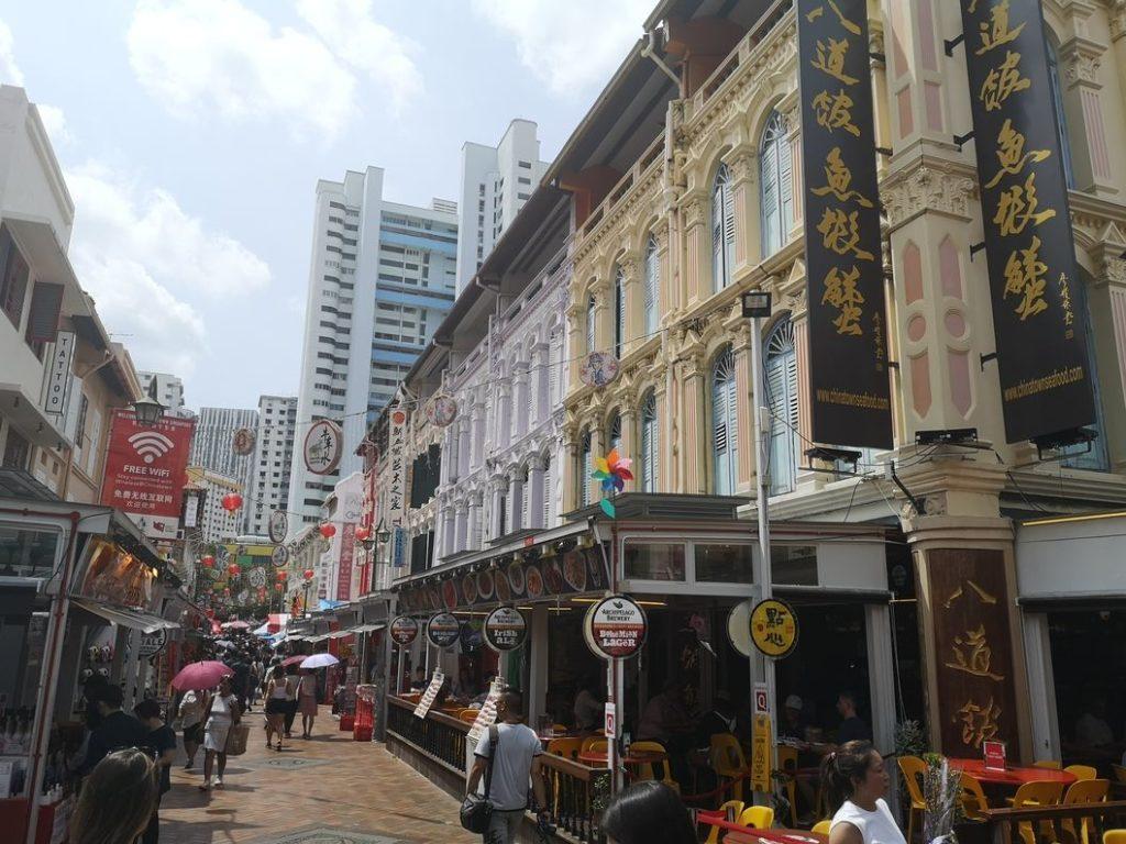 Rue de restaurants dans Chinatown